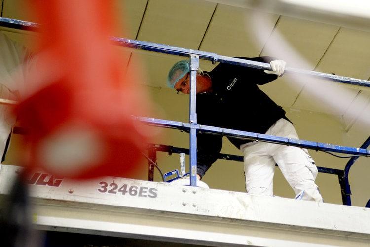 Schilderwerk plafond met hoogwerker Maitre Paul Tilburg